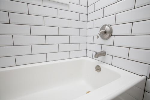 Tub Leaks | Billy the Sunshine Plumber
